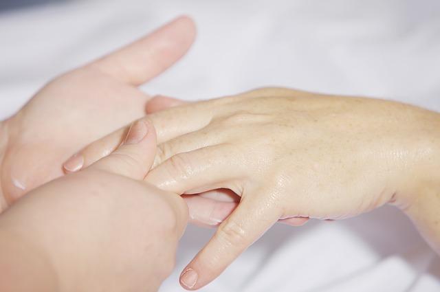 masáž prstů.jpg