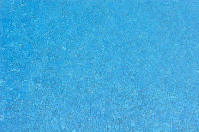 Chraňte svůj bazén pomocí krycí plachty