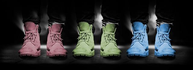 troje boty